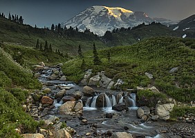 Mount-Rainier-Sunrise